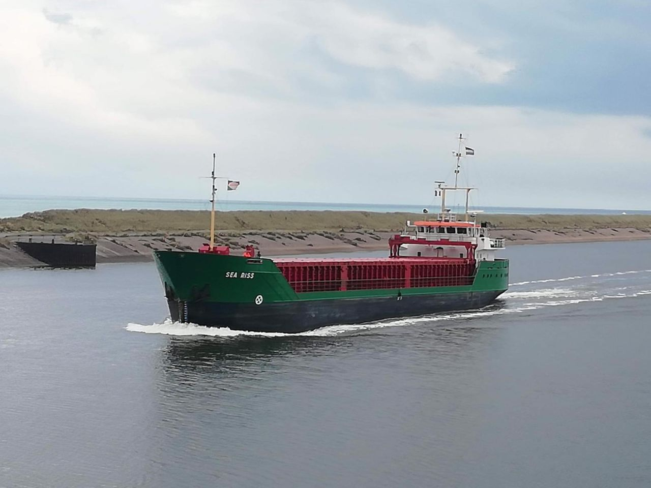 mv Sea Riss entering port of Dunkirk
